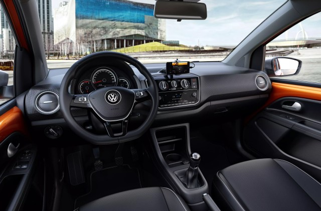 linha 2018 do volkswagen up recebe ajustes est ticos o cross  - medium