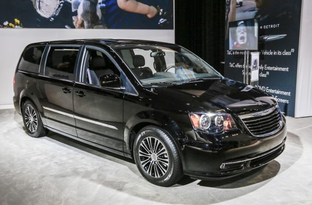 2013 chrysler town country s rolling into l a auto show photos - medium