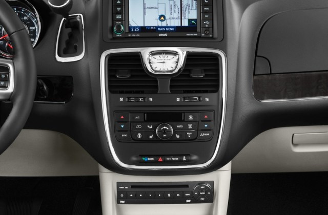 2011 Chrysler Town Country Pictures Photos Gallery The And - Medium