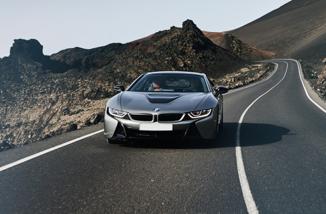 bmw i8 specifications prices safety features - medium