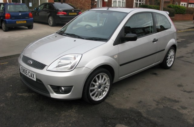 Ford Fiesta 1 0 2005 Technical Specifications Interior Photo - Medium