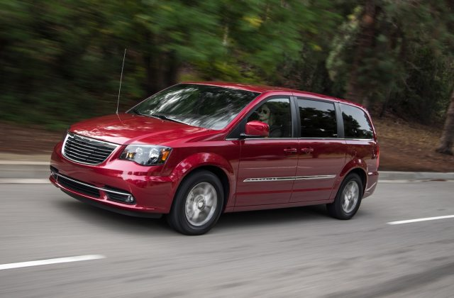 chrysler town country reviews research new used photos - medium