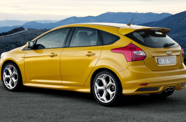 Ford Focus St 2012 Wallpapers And Hd Images Car Pixel Wallpaper - Medium