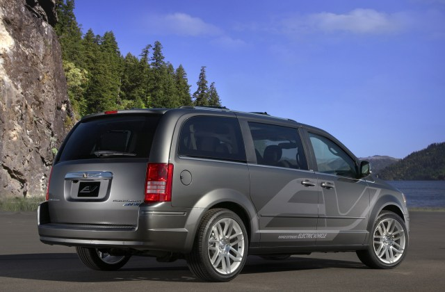 Chrysler Town Country Ev Photos - Medium