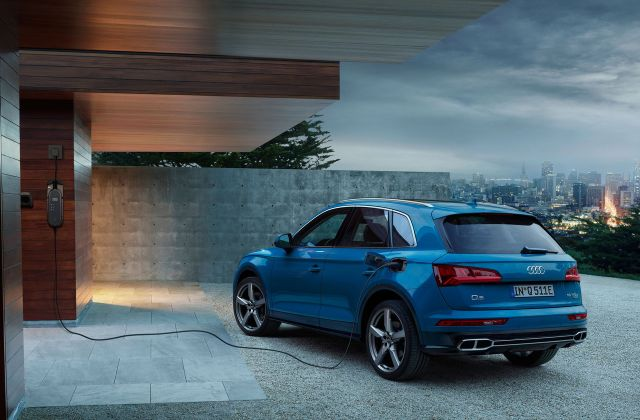 Sporty And Efficient With Plug In Hybrid Drive The Audi Q5 55 Quattro - Medium