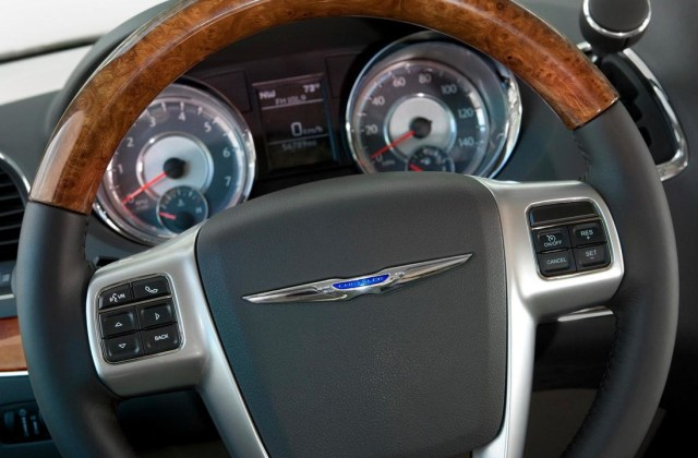 2011 Chrysler Town Country Motor1 Com Photos And Pictures - Medium