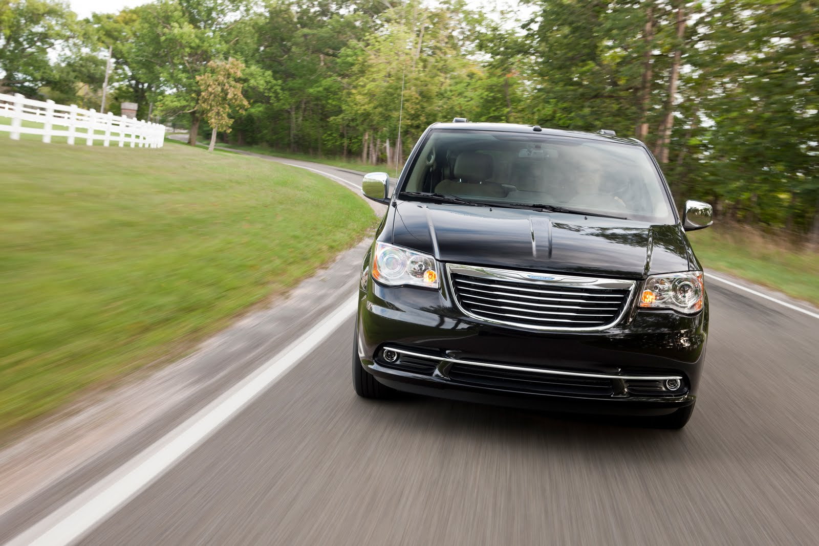 Cars Journal New 2011 Chrysler Town And Country Pictures - Medium