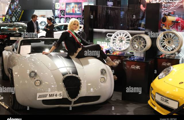 Model Posing On A Wiesmann Roadster Mf4 S At The Essen Motor Gt And - Medium