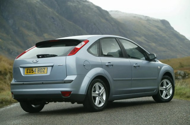 Ford Focus Hatchback 2005 2011 Features Equipment And Photo Of - Medium