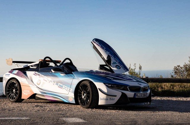 curtain up for the bmw i8 roadster safety car features - medium