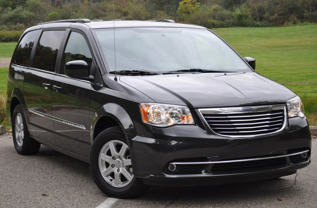 2011 Chrysler Town And Country Photo Gallery Autoblog Pictures - Medium