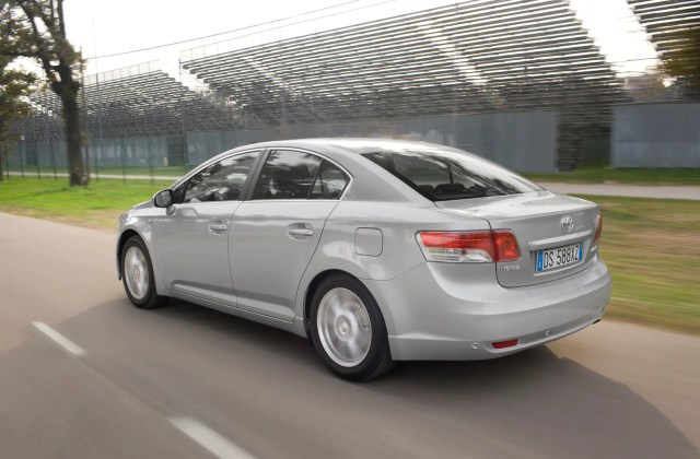 used toyota avensis saloon 2009 2018 review parkers ford fiesta fotos 2014 - medium