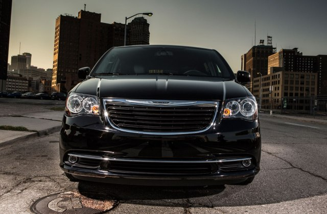 2013 chrysler town country review and rating motor trend photos - medium