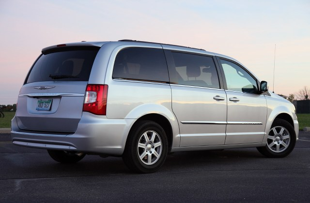 2011 Chrysler Town Country Touring Review Photo Gallery And Pictures - Medium