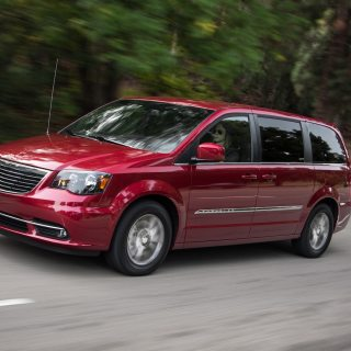chrysler town country reviews research new used photos