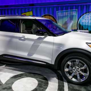 2020 Ford Explorer Debuts With New Rear Drive Platform Update Photo - small