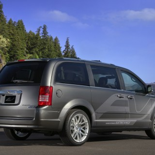 Chrysler Town Country Ev Photos - small