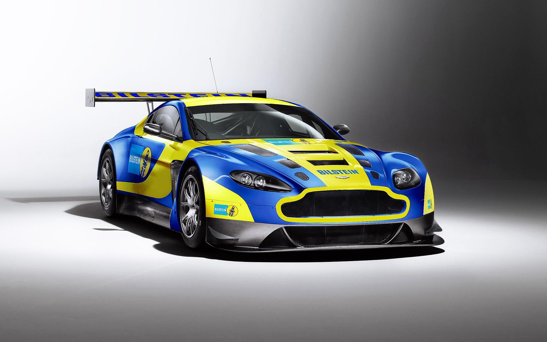 free download aston martin racing v12 vantage gt3 full hd pictures