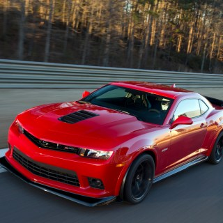 Chevrolet camaro z 28 features special rims to avoid tire - small