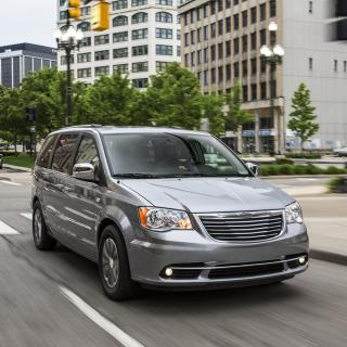 dodge grand caravan and chrysler town country receive 30th photos