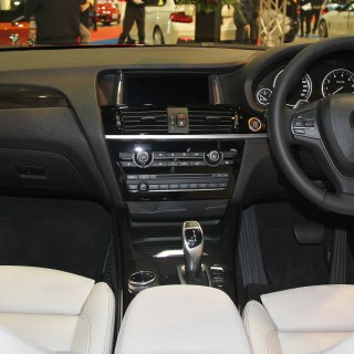 File bmw x4 xdrive28i m sport interior jpg wikimedia commons pictures - small