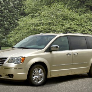 2010 chrysler town country review ratings specs prices photos - small