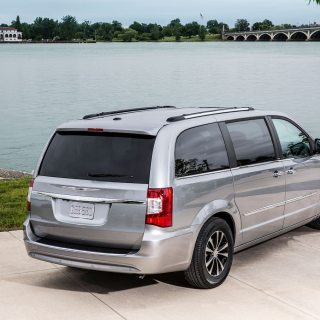 2014 chrysler town country reviews and rating motor trend photos - small