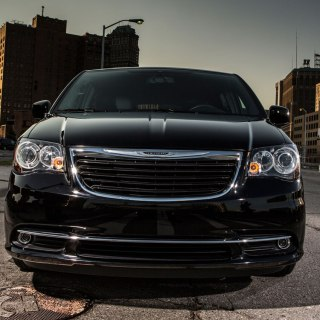 2013 chrysler town country review and rating motor trend photos